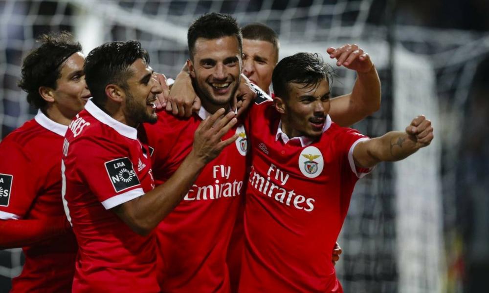 Benfica gana a Vitória Guimaraes, con asistencia de Raúl Jiménez