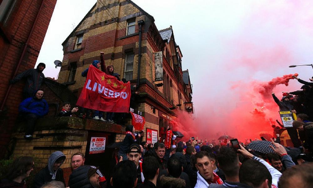 Pelea entre hinchas de Liverpool y Roma