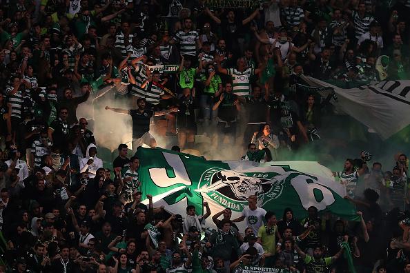 Aficionados del Sporting agredieron a los jugadores.