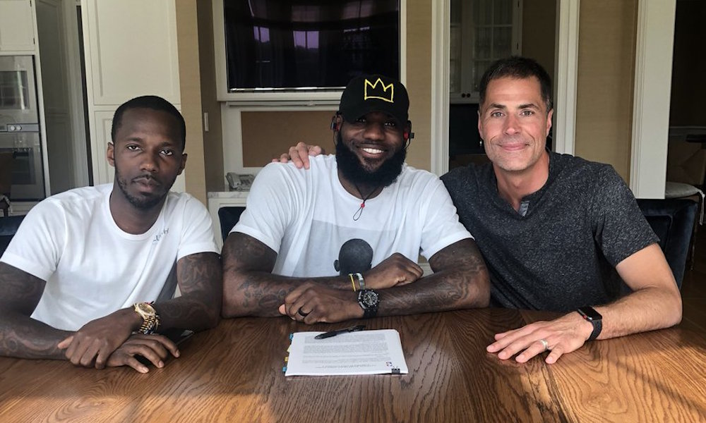 LeBron James ya firmó con los Lakers