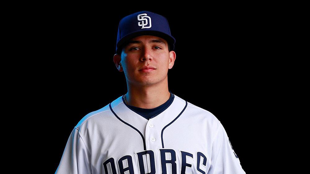 Luis Urías fue ascendido al roster de los Padres