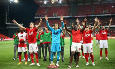 Ochoa y Standard de Lieja enfrentarán al Ajax