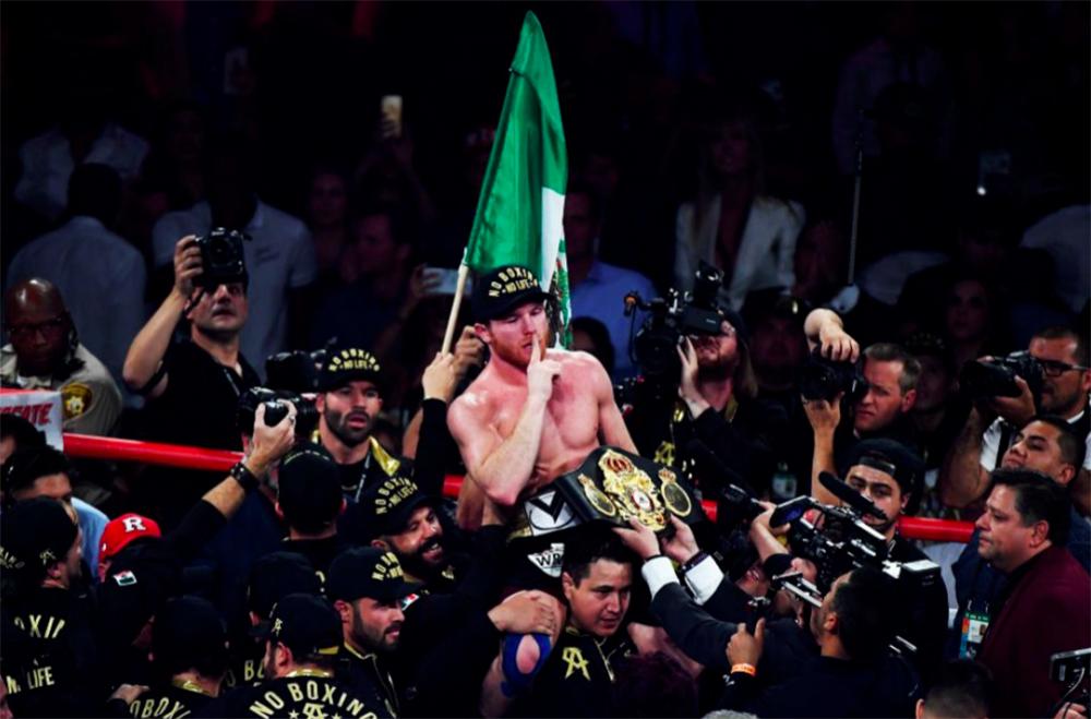 El mundo del deporte felicita a 'Canelo'