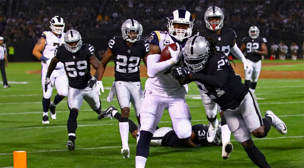 Rams embistieron a Raiders a domicilio