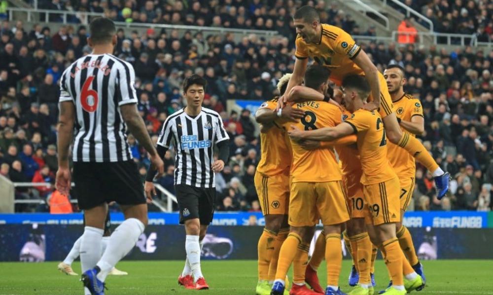 Wolves vencieron de último minuto al Newcastle