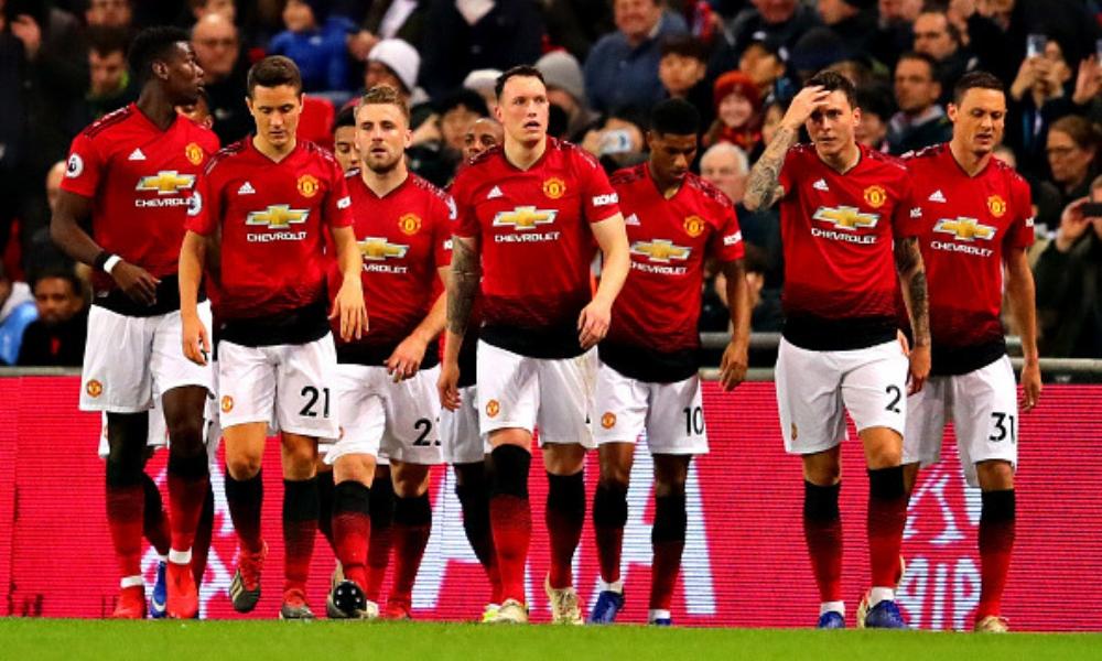 Manchester United sumó su quinto triunfo al hilo