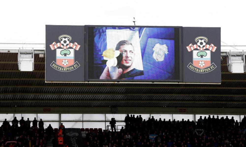 Emiliano Sala fue homenajeado por el Cardiff City