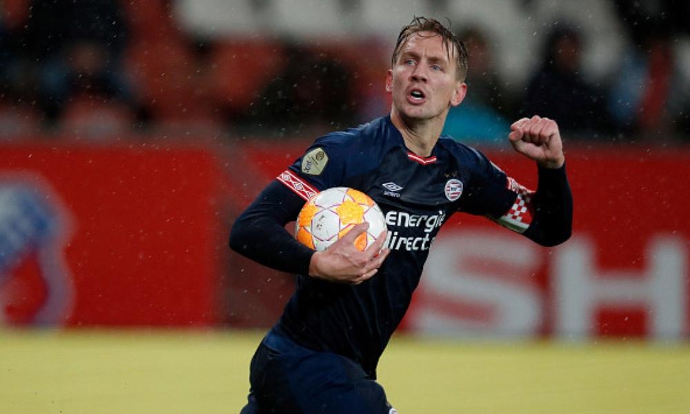 de Jong rescató el empate para el PSV