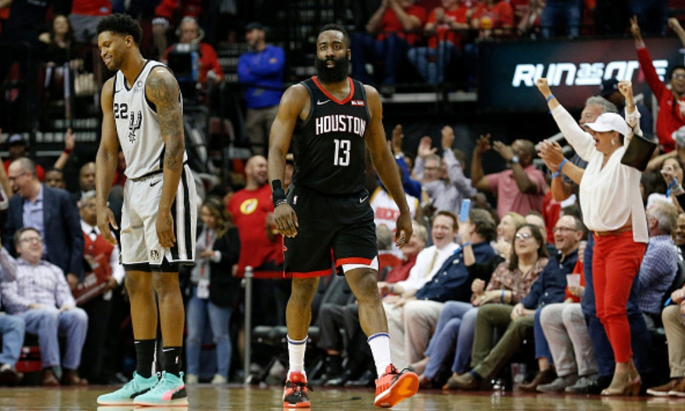 Los Houston Rockets derrotaron 111-105 a los San Antonio Spurs