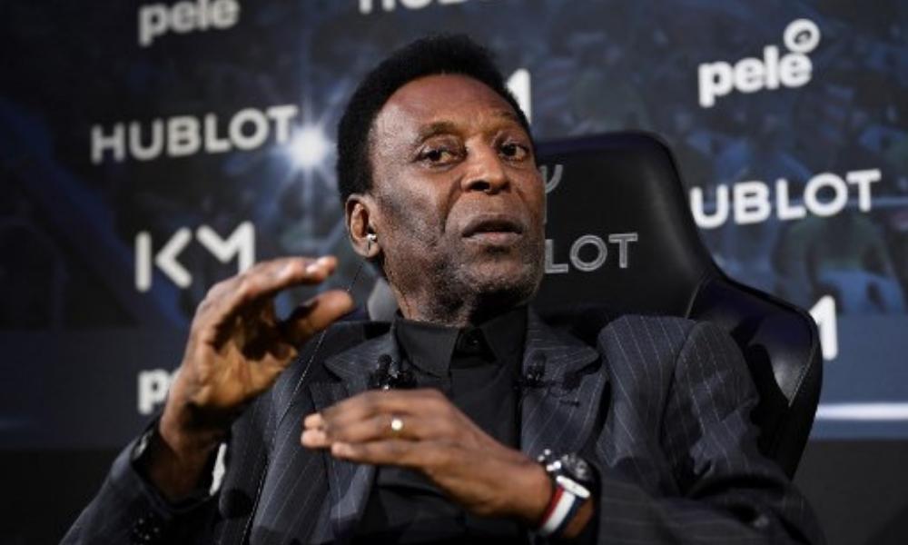 Pelé fue hospitalizado en París