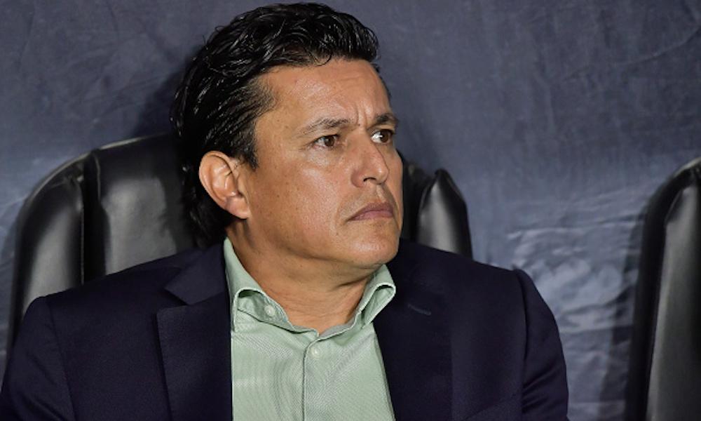 Santos despidió a Salvador Reyes