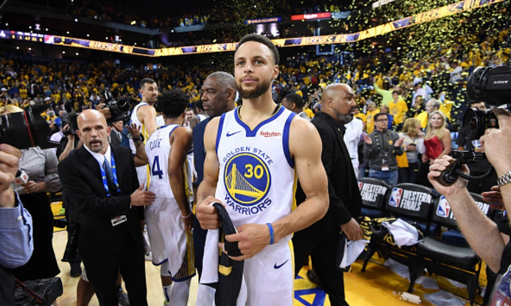 Curry guió el triunfo de los Warriors