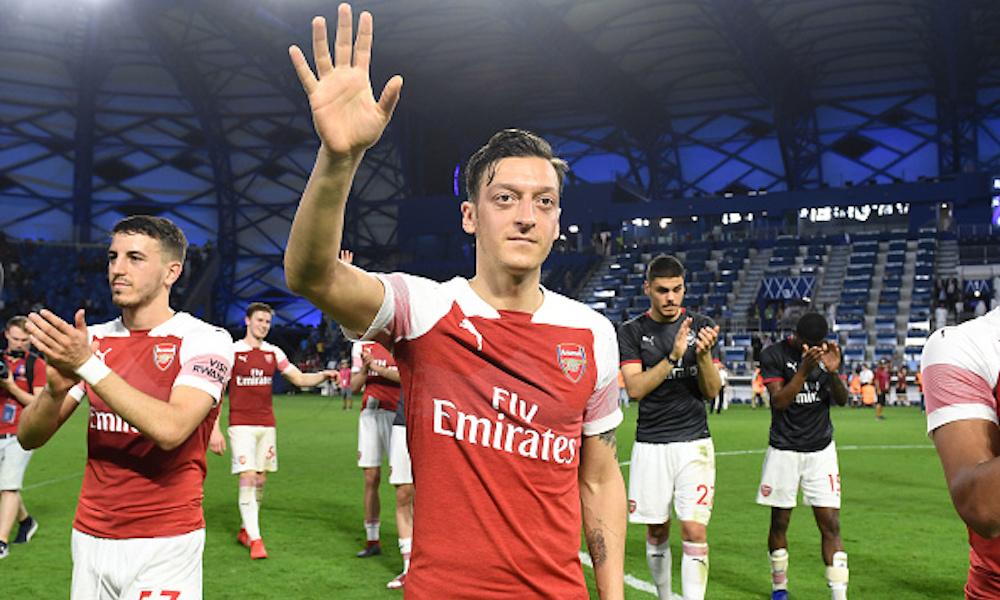 Mesut Özil pagará 1000 cirugías