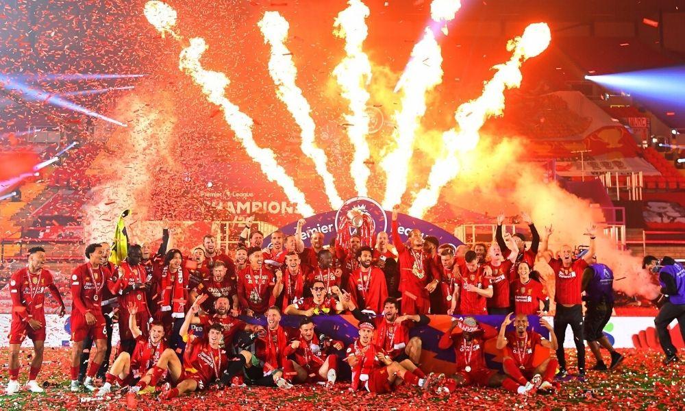Liverpool levantó el trofeo de la Premier League con victoria en ...